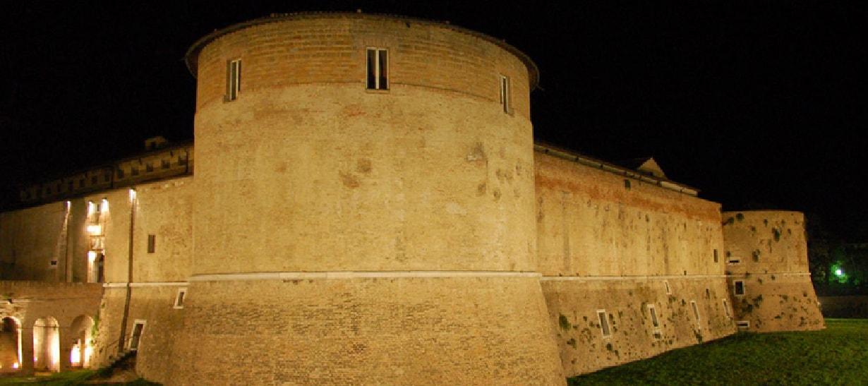 Costanzo Sforza Fu valoroso uomo d'armi e prese parte a molte guerre del suo tempo.