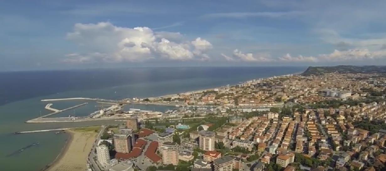 Veduta della città dal Parco naturale del Monte San Bartolo